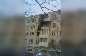 В Смоленске около 15 пожарных тушили горящую квартиру. Есть пострадавшие