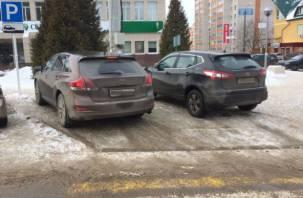 В Смоленске автохамы перегородили дорогу пешеходам