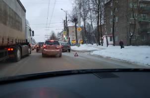 Улица Шевченко в Смоленске встала в вечерней пробке