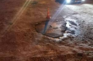 «Совсем звезданулись»: жителей Ярцева рассмешил ямочный ремонт дороги