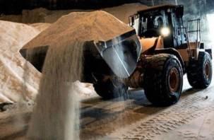 «Все, что нажито непосильным трудом»: на весь Смоленск работает один трактор с песком