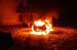 В Смоленском районе ночью полыхала «Лада Гранта»