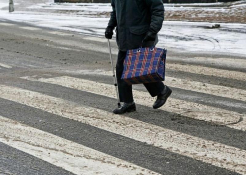 В Смоленске водитель отвез сбитого им дедушку домой и скрылся