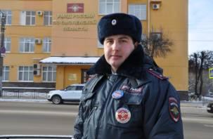 В Смоленске сотрудник ГИБДД спас раненого мужчину
