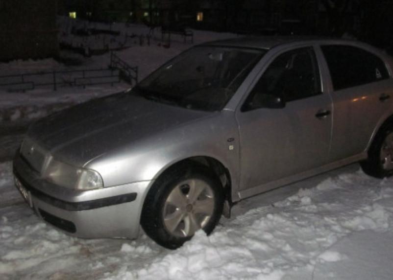 В Смоленске воры обчищали автомобили, припаркованные возле школ и детсадов