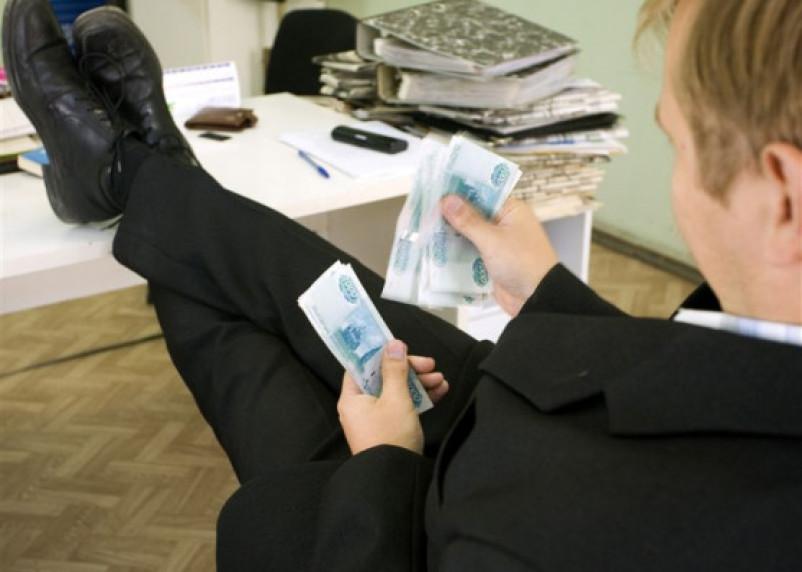 Смоленский торговый представитель «нагрел» свою фирму почти на полмиллиона