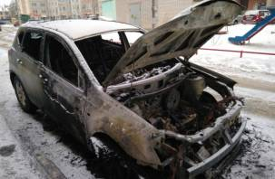 В Смоленске ночью сгорели две иномарки