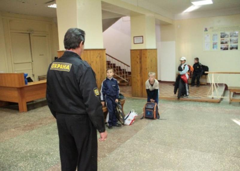 Охрана смоленских школ ЧОПами оказалась вне закона