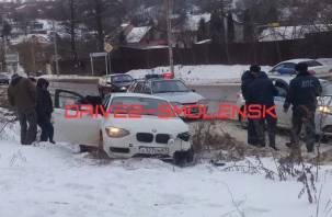 В Смоленске неадекватный водитель попал в ДТП, уезжая от наряда ДПС