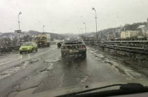 Дороги превратились в каток: ледяной дождь окутал Смоленск