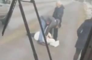 В Смоленске под колеса автомобиля попала девушка