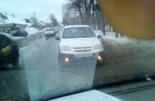 Парковка на встречке: в Ярцеве автохам помешал проезду скорой помощи