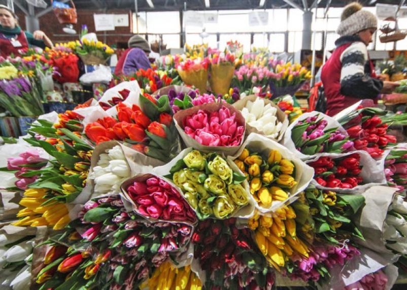 Смолянке подсунули фальшивые 5 000 рублей за цветы