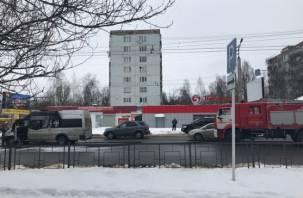 Маршрутка вспыхнула как спичка: в Сети появилось видео пожара на Николаева