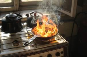 Смоляне благодарят пожарных за спасение от горящей сковороды