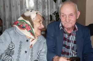 Смолянам предлагают навестить и порадовать одиноких стариков