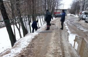 «Дырка-вход»: в смоленской школе №30 пытаются залатать забор