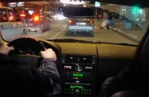 Угонщик попался смоленским полицейским во время езды в чужой машине