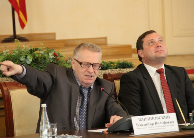 Губернатор Островский продолжает давать поводы для информационного «расстрела»