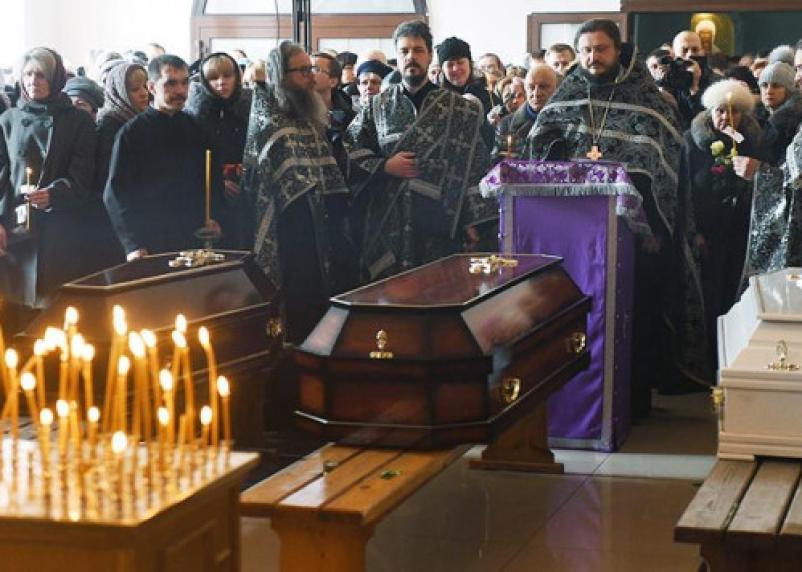 Первые похороны жертв кемеровской трагедии: Смоленск соболезнует