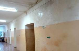 Смоленскую школу затопило после ремонта крыши