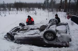 На окружной дороге в Смоленске иномарка опрокинулась в кювет
