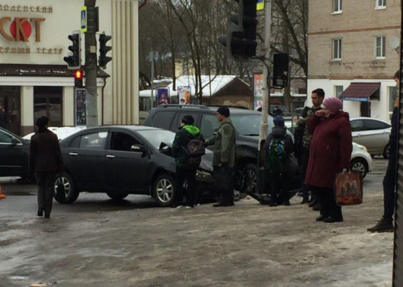 «Скорая на месте». В Смоленске произошла серьезная авария