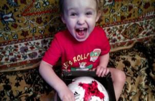 Маленький смолянин получил подарок от сборной России по футболу