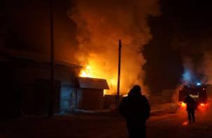 Под Смоленском полностью сгорел жилой дом