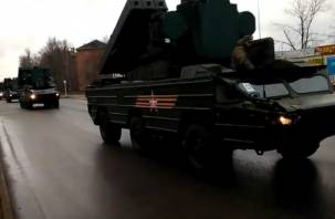 Смоляне заметили на улицах города военную технику