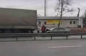 В Смоленской области легковушка «впечаталась» в фуру