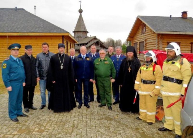 На Смоленщине монахи стали пожарными