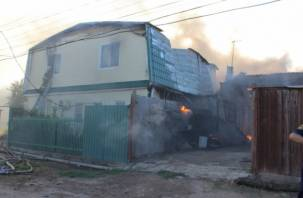 Крупный пожар произошел в Смоленске: сгорел жилой дом, гараж, три авто и мотоцикл