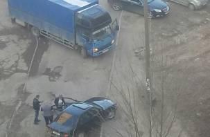 Соцсети: лихие 90-е вернулись на Киселёвку в Смоленске