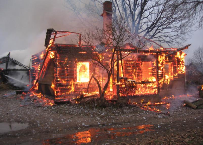 Смолянин заживо сгорел в собственном доме