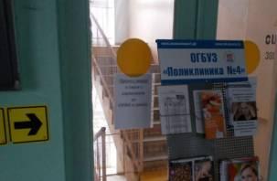 Чтобы побороть грипп в смоленской поликлинике закрыли запасную лестницу