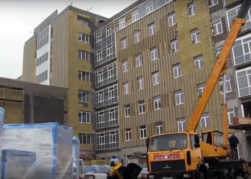 Правительство РФ следит за строительством перинатального центра в Смоленске