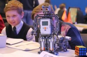 В Смоленске школьники показали действующих роботов
