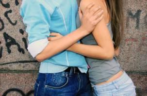 Четверо смоленских мужчин соблазнили 15-летних девочек