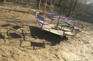 «Площадка ад»: смоляне в шоке о того, где гуляют дети