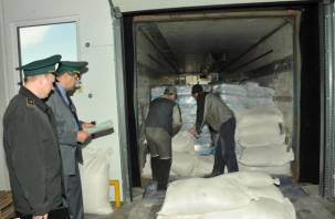 В Смоленской области остановили грузовик со спрятанным салом