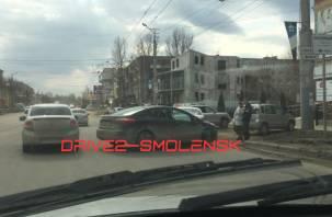 В Смоленске из-за аварий затруднен проезд по двум улицам