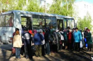 В Смоленске на Радоницу до кладбищзапустят дополнительные автобусы