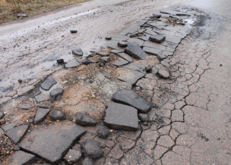 Дорогу к Кардымовскому детскому дому требуют немедленно отремонтировать