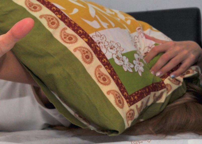 Ревнивый смолянин пытался задушить свою возлюбленную подушкой