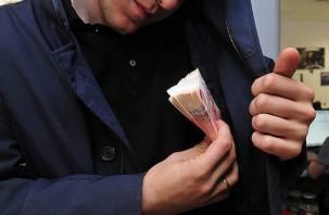 В Смоленске страховой менеджер «нагрел» свою компанию на полмиллиона рублей