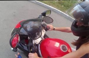 17-летняя смолянка на полном ходу опрокинулась на мотоцикле