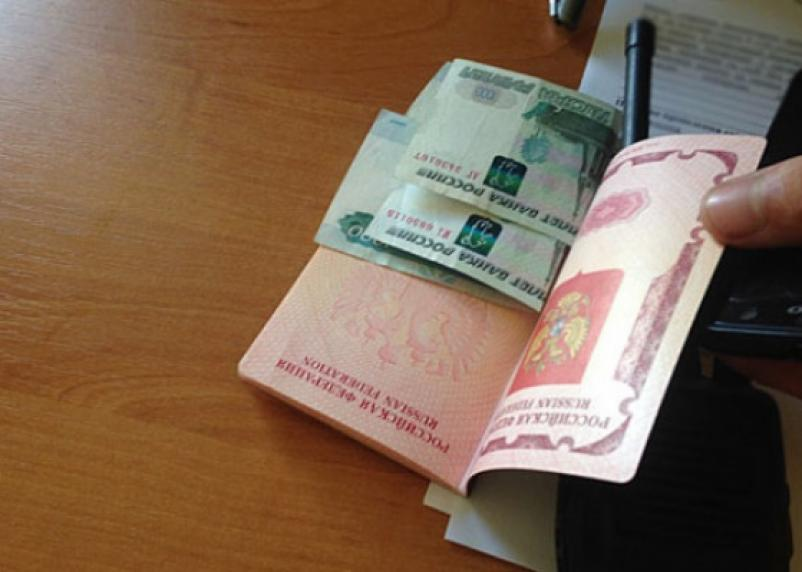 Взятка сотруднику ФСБ обернулась для смолянина уголовным делом