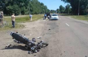 Смоленский мотоциклист столкнулся с легковушкой и оказался в больнице