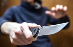 В Смоленске словесный конфликт знакомых закончился ударом ножом